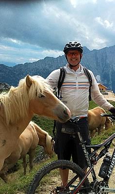 Biker und Pferd
