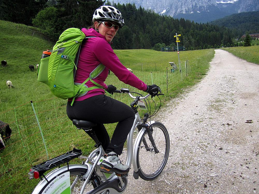 E-Bike bei Schloss Elmau