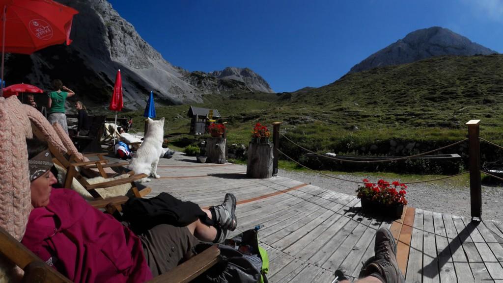 Hüttenruhe auf der Pfeishütte im Karwendel