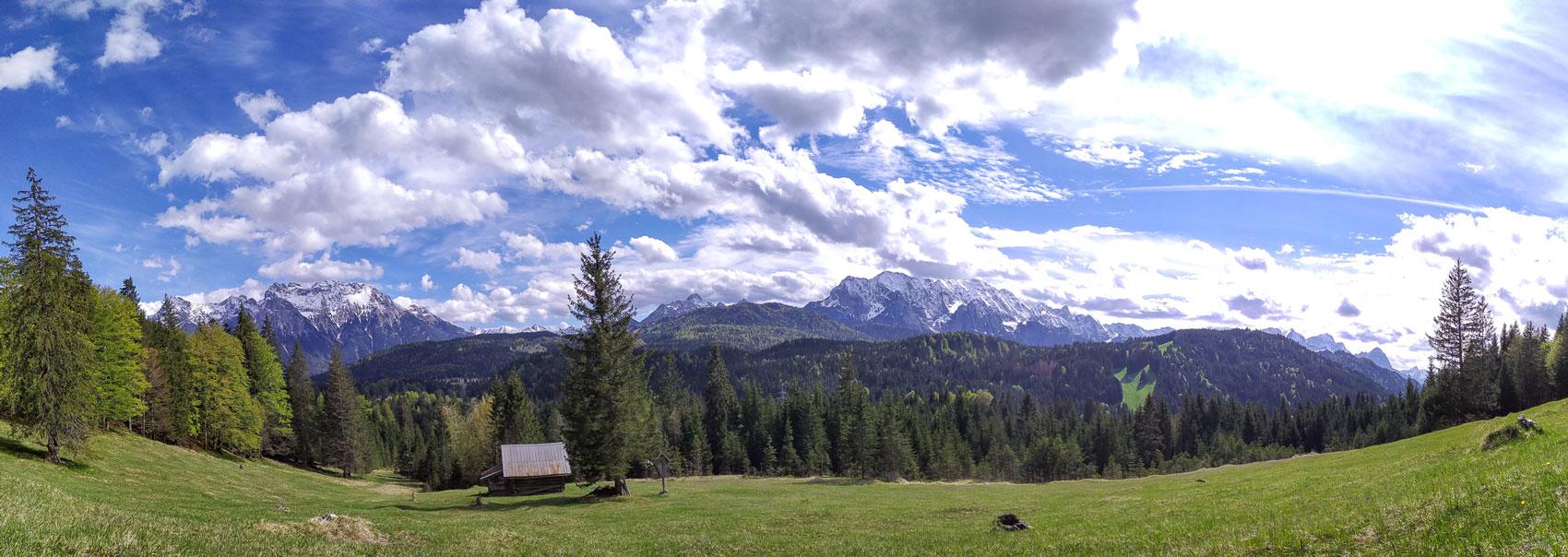 Frühlingswiese in der Alpenwelt bei Klais
